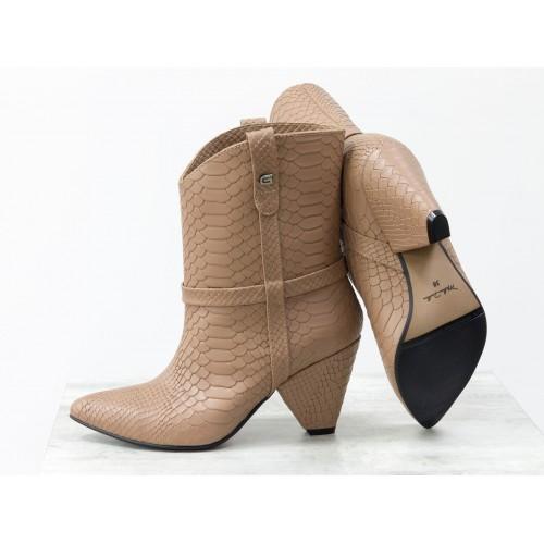 Женские ботинки казаки Gino Figini молочный шоколад питон