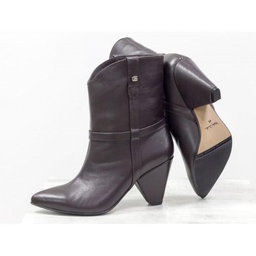 Женские ботинки казаки Gino Figini коричневые