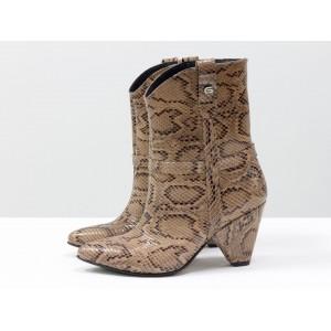 Женские ботинки казаки Gino Figini кофейный питон