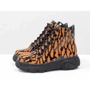 Женские ботинки Gino Figini на утолщенной подошве капли оранжевые