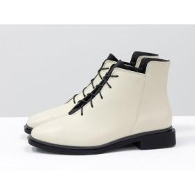 Женские низкие ботинки Gino Figini на плоском каблуке молочные с черным