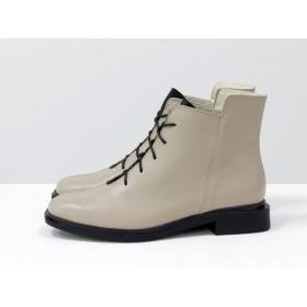 Женские низкие ботинки Gino Figini на плоском каблуке бежевые с черным