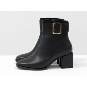 Женские ботинки Gino Figini на квадратном каблуке черные