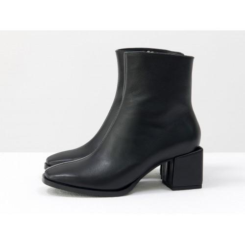 Женские ботинки Gino Figini на квадратном каблуке черные гладкие