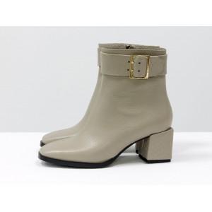 Женские ботинки Gino Figini на квадратном каблуке бежевый питон