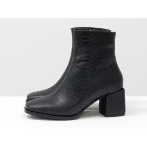 Женские ботинки Gino Figini на квадратном каблуке черный питон